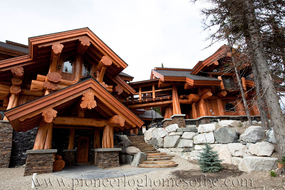 Big White Log Home