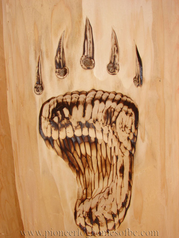 carving-bear-paw-a - wood carving