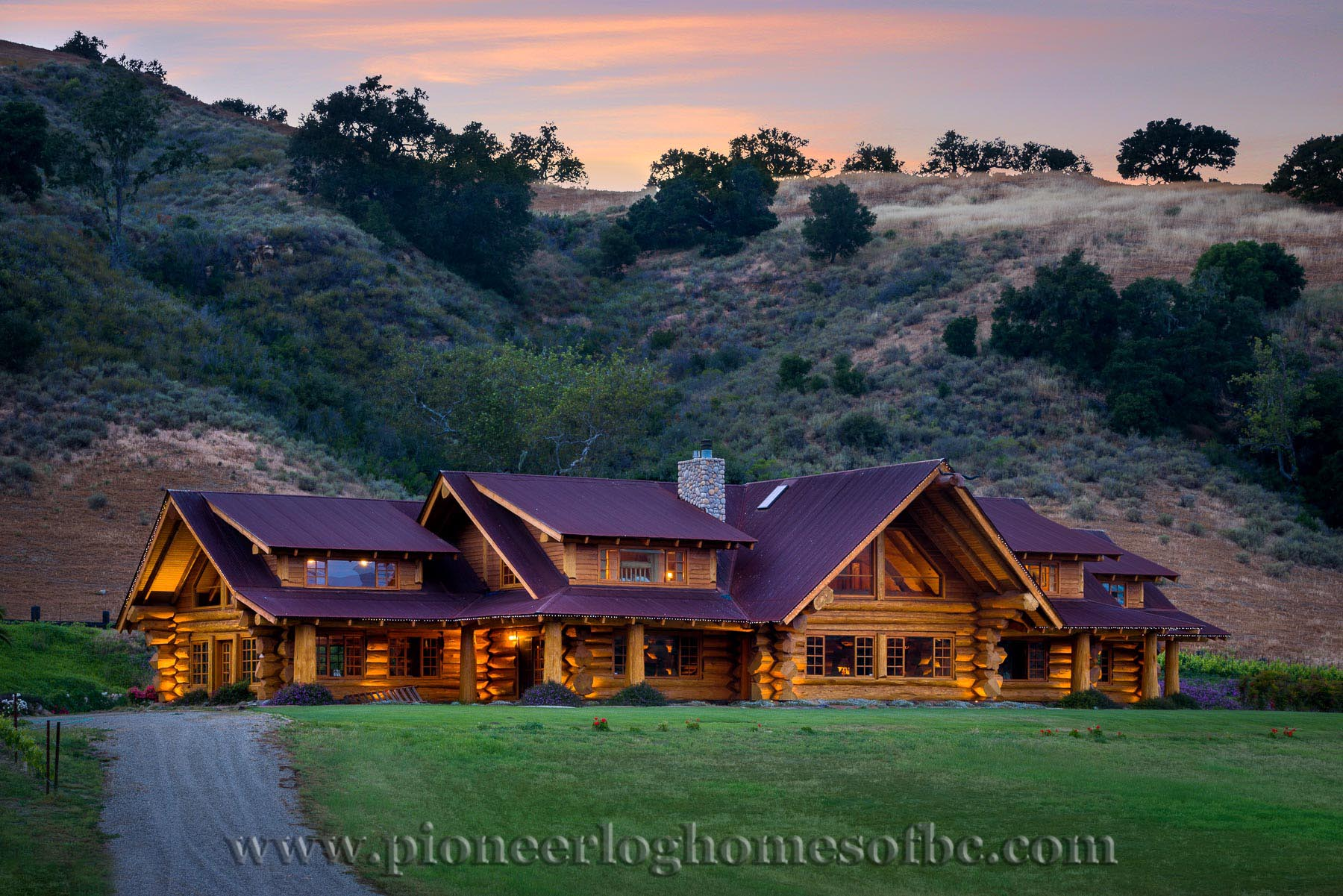 custom built luxury pioneer log home for sale in california. Black Bedroom Furniture Sets. Home Design Ideas